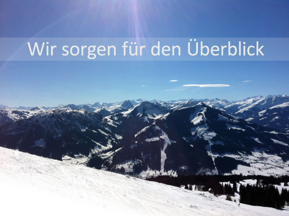 Blick über die verschneiten Berge